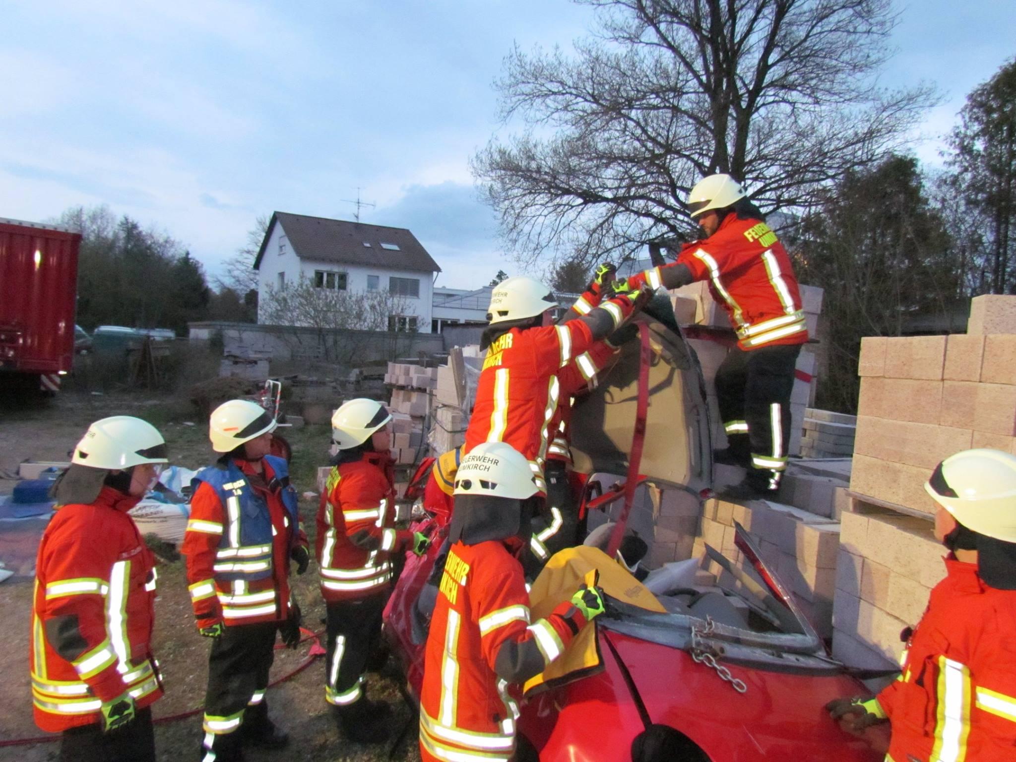 Einsatzübung zum Thema Verkehrsunfall